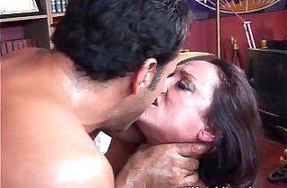 Horny MILF gets wet pussy finger fucked