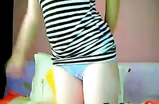 Chinese Camgirl Shows Her Pink Nipples, Pussy