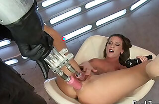 Solo babe toys pussy and ass